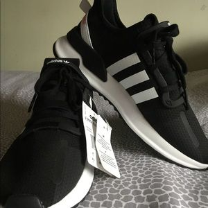 👟👟NEW ADIDAS BOYS 6.5 OR WOMEN 8👟👟 PRICE FIRM